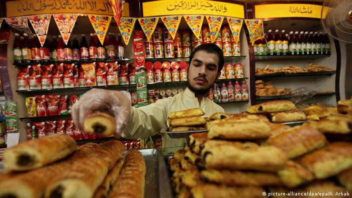 Pakistan Spezialität Essen (picture-alliance/dpa/epa/A. Arbab)