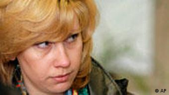 Svetlana Bakhmina is escorted to a courtroom in April 2006 (Photo: Ruslan Krivobok)