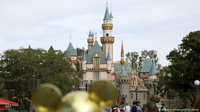 Sleeping Beauty's Castle at Disneyland in Anaheim, California (picture-alliance/AP/J. Hong)