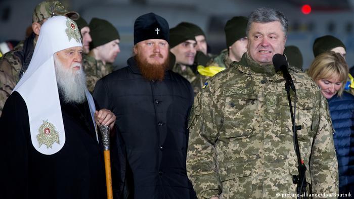 President of Ukraine Petro Poroshenko, right, meets Ukrainian prisoners of war