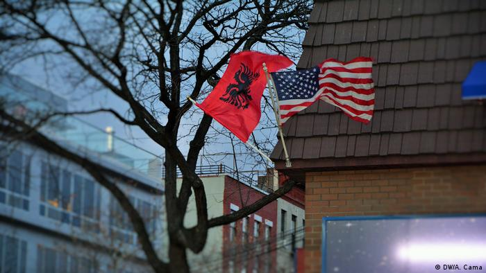 USA New York Albanische Flagge