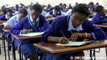 Kenia Schüler bei Abschlussprüfung für