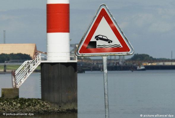 Verkehrsschild Gefahrzeichen Unbefestigtes Ufer