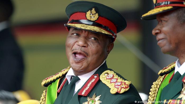 Constantino Chiwenga, ex-chefe do Exército zimbabueano