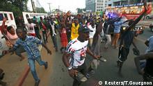 Liberia, Anhänger von George Weah, ehemaliger Fußballspieler und Präsidentschaftskandidat der Koalition für den demokratischen Wandel, feiern nach der Bekanntgabe der Ergebnisse der Präsidentschaftswahlen in Monrovia