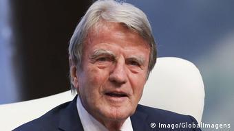 Portrait photo of Bernard Kouchner