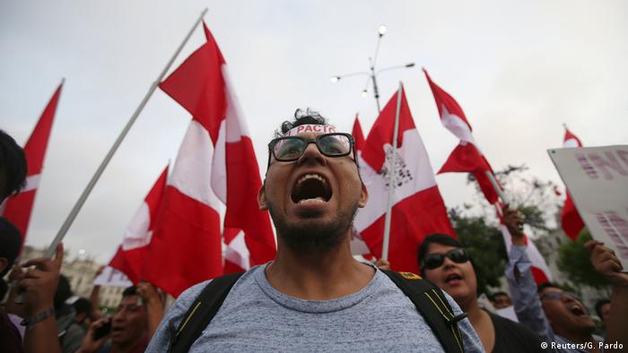 Peru Lima Protest gegen Begnadigung Alberto Fujimori (Reuters/G. Pardo)