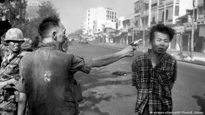 Saigon Vietnamkrieg (picture-alliance/AP Photo/E. Adams)