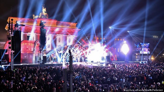 Größte Silvesterparty steigt wieder am Brandenburger Tor (picture-alliance/dpa/B.Pedersen)