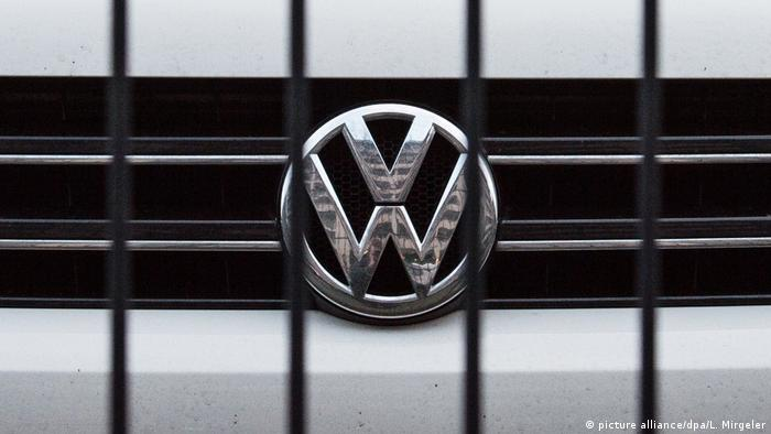 The Volkswagen logo (picture alliance/dpa/L. Mirgeler)