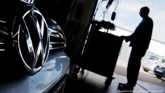 Ein VW auf einem Prüfstand. So ähnlich fing Dieselgate an.