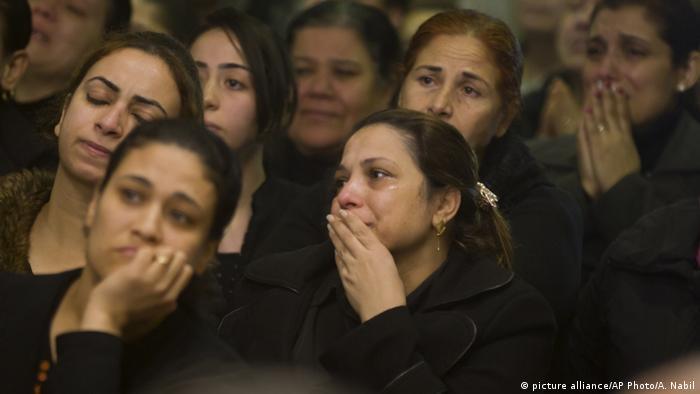 Kairo Beerdigung der Toten des Terroranschlags auf eine koptische Kirche (picture alliance/AP Photo/A. Nabil)