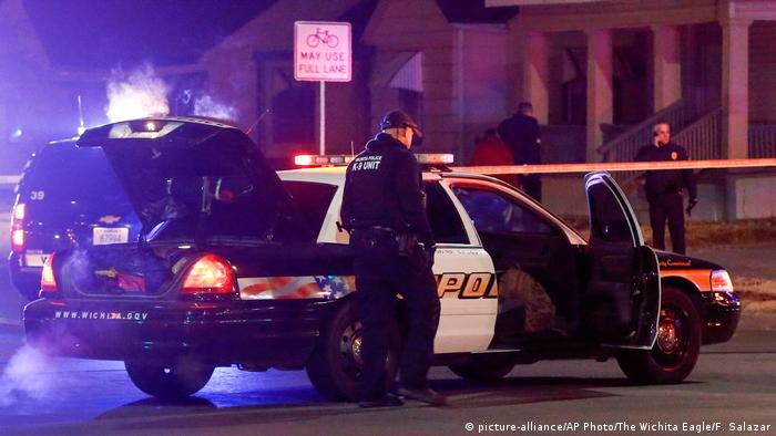 US police kill man in a ′swatting′ incident after prank 911 call | News |  DW | 30.12.2017