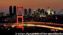 Türkei Stadtansicht Istanbul bei Nacht