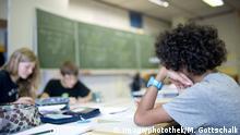 Symbolbild   Schule Unterricht Schulklasse Schüler