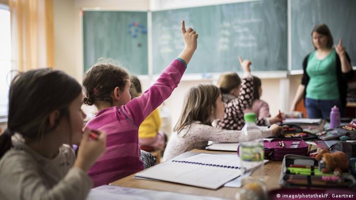 Symbolbild | Schule Unterricht Schulklasse Schüler (imago/photothek/F. Gaertner)