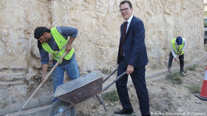 Jordanien Bundesentwicklungsminister Gerd Müller in Kuft Sum