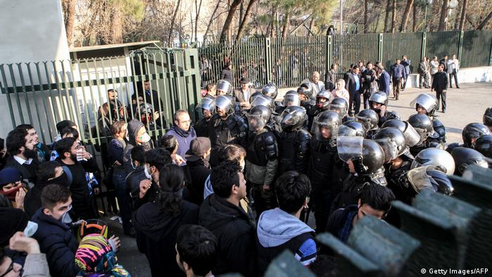 Iran Proteste gegen Regierung in Teheran (Getty Images/AFP)
