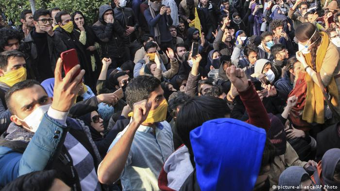 Iran Proteste gegen Regierung in Teheran | Handy (picture-alliance/AP Photo)