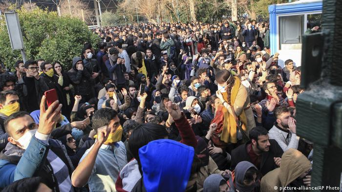 Iran Proteste gegen Regierung in Teheran (picture-alliance/AP Photo)
