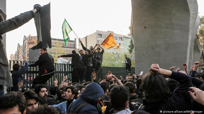 Iran Proteste gegen Regierung in Teheran (picture-alliance/AA/Stringer)