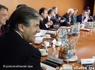El presidente del Deutsche Bank, Josef Ackermann, en la llamada cumbre del gobierno alemán para impulsar la coyuntura económica.