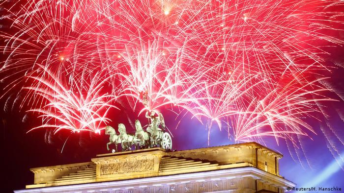 Feuerwerk zum Jahreswechsel in Berlin 2018 (Reuters/H. Hanschke)