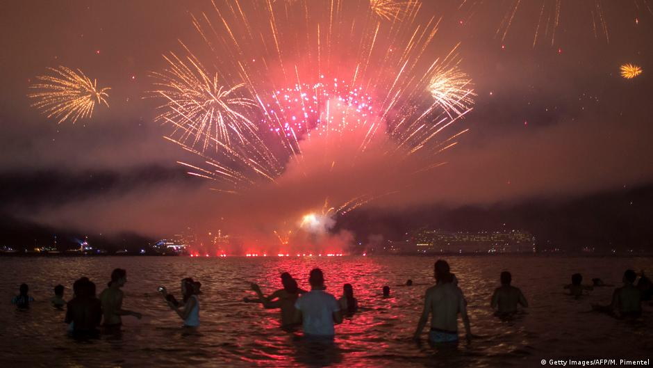 countries around the world ring in new year 2018 news dw 01012018
