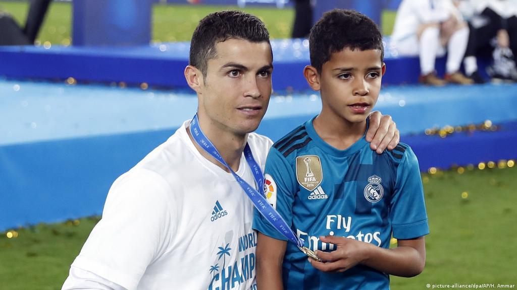 ابن رونالدو يقتحم عالم الموضة الولد سر أبيه رياضة تقارير