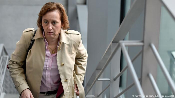 Vice-porta-voz da Alternativa para a Alemanha Beatrix von Storch sobe uma escada