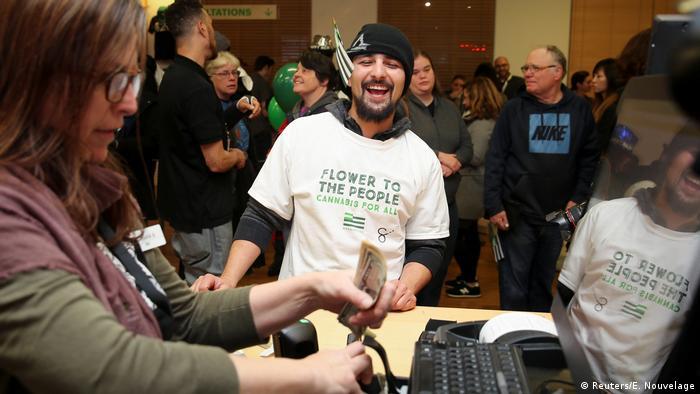 USA Kalifornien startet legalen Marihuana-Verkauf (Reuters/E. Nouvelage)