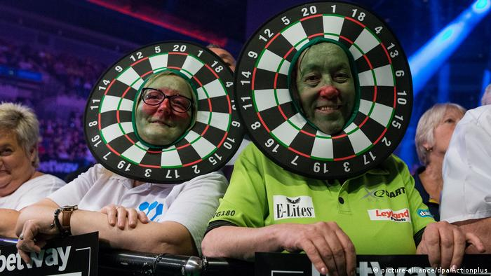 William Hill PDC World Darts Championships 2017 | Fans (picture-alliance/dpa/Actionplus)