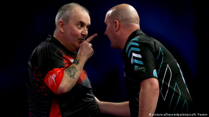 William Hill PDC World Darts Championships 2018 | Phil Tayler & Rob Cross, Finale (picture-alliance/dpa/empics/S. Paston)