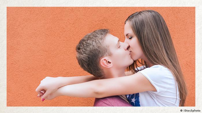 Deutschkurse | Wortschatz | WBS_Foto_sich küssen (iStockphoto)