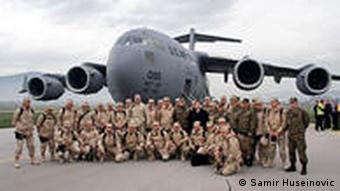 Die Soldaten der boschnichen Armee auf dem Flughafen in Sarajevo