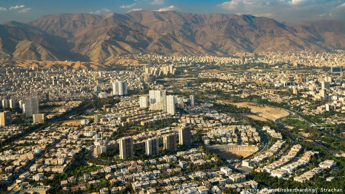 Aerial view of Tehran (picture-alliance/robertharding/J. Strachan)