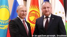 26.12.2017 +++ - Moscow, Moscow, Russia - Russian President Vladimir Putin welcomes Moldova President Igor Dodon before the start of an informal meeting of the Commonwealth of Independent States leaders at the Novo-Ogaryovo residence December 26, 2017 outside Moscow, Russia. Moscow Russia PUBLICATIONxINxGERxSUIxAUTxONLY - ZUMAp138 20171226_zaa_p138_017 Copyright: xAlexeixDruzhininx