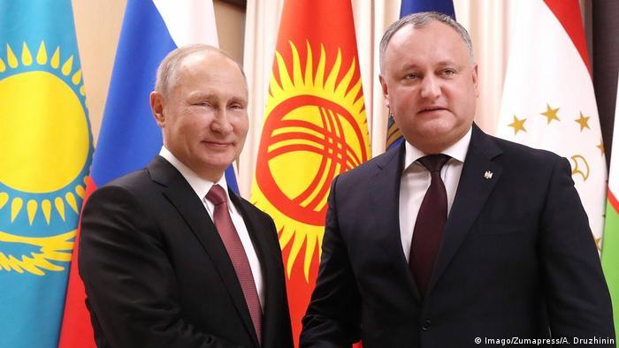 Russian President Vladimir Putin and his Moldovan counterpart, Igor Dodon