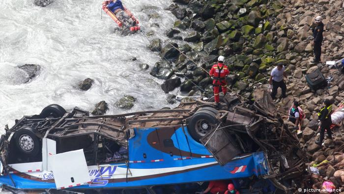 Peru, Bus Unfall (picture-alliance)