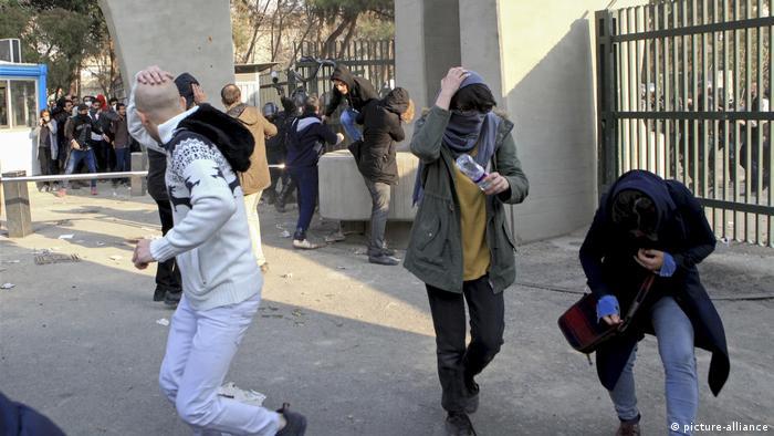 درگیری دانشجویان تهران با نیروهای امنیتی در روز نهم دی ۹۶