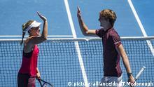 Tennis, Mixed: Hopman Cup - Gruppenphase, Gruppe A, Kanada - Deutschland am 03.01.2018 in Perth (Australien). Angelique Kerber und Alexander Zverev aus Deutschland Jubeln nach ihrem Sieg gegen Bouchard und Pospisil aus Kanada. Foto: Tony Mcdonough/AAP/dpa +++(c) dpa - Bildfunk+++ |