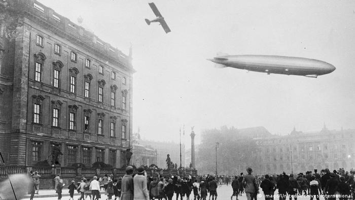 Zeppelin über Berlin 1924 (imago/United Archives International)