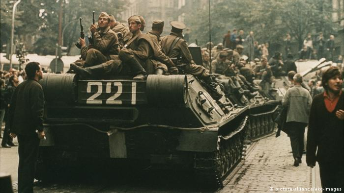 Invasion of Czechoslovakia after the Prague Spring (picture-alliance/akg-images)
