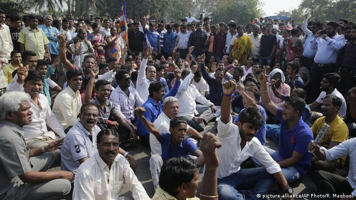 Indien Mumbai Dalit Proteste (picture-alliance/AP Photo/R. Maqbool)
