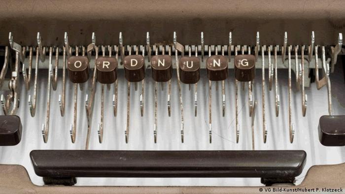 A typewriter by Thomas Neumaier with letters O R D N U N G on it (VG Bild-Kunst/Hubert P. Klotzeck)
