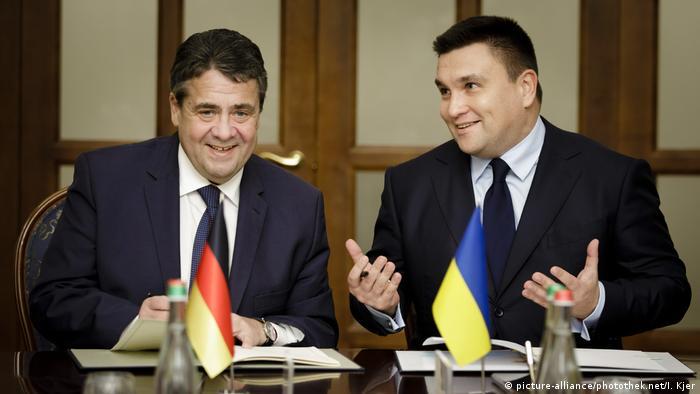 Глави МЗС Німеччини та України - Зіґмар Ґабріель (л) та Павло Клімкін у Києві