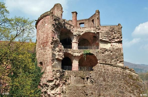 Взорванная французскими войсками во время Войны за пфальцское наследство в 1693 году Пороховая башня (Krautturm)
