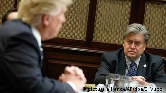Donald Trump und Stephen Bannon (picture alliance/AP/dpa/E. Vucci)