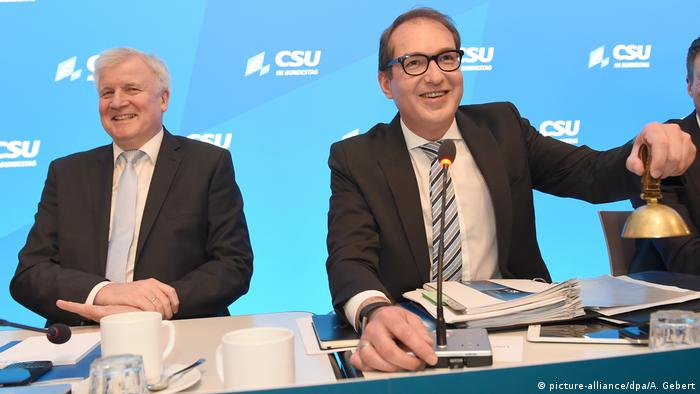 CSU Klausurtagung in Seeon | Seehofer und Dobrindt (picture-alliance/dpa/A. Gebert)