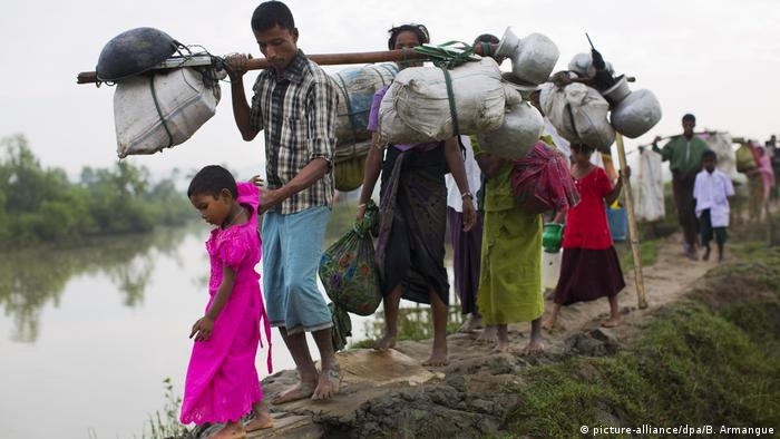 Bangladesch Rohingya-Flüchtlinge in Palong Khali (picture-alliance/dpa/B. Armangue)